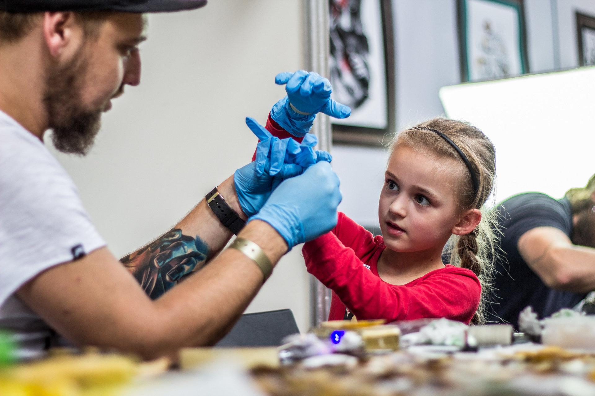 Dzieci zaprojektują tatuaże dla swoich rodziców