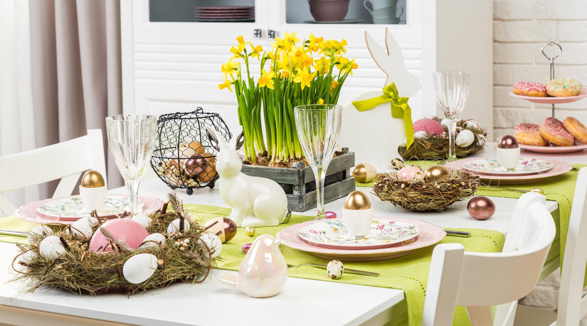 Wielkanocne aranżacje stołu na każdą kieszeń