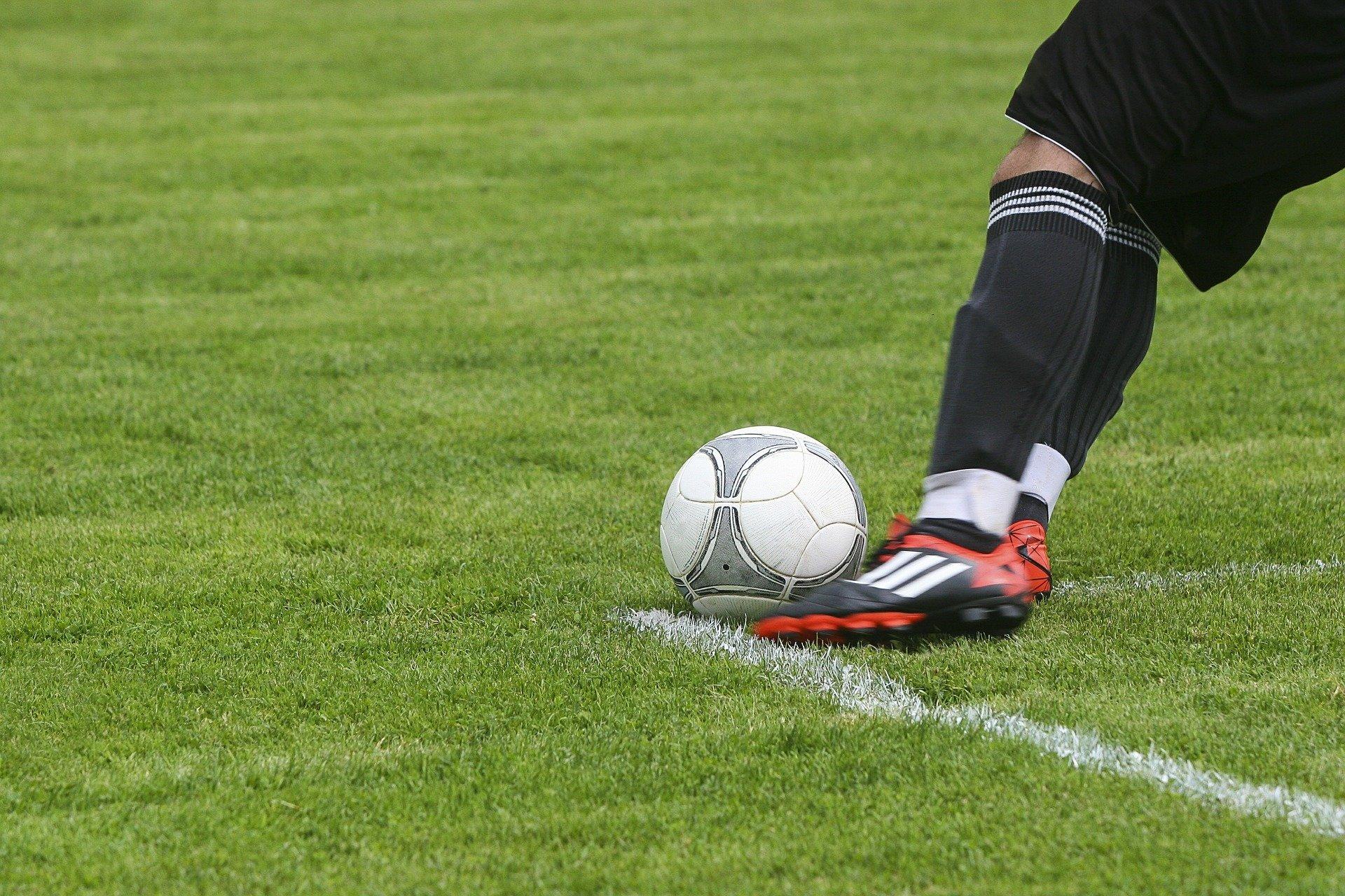 Kontrakt zawodnika – jak to wygląda w polskiej ekstraklasie?