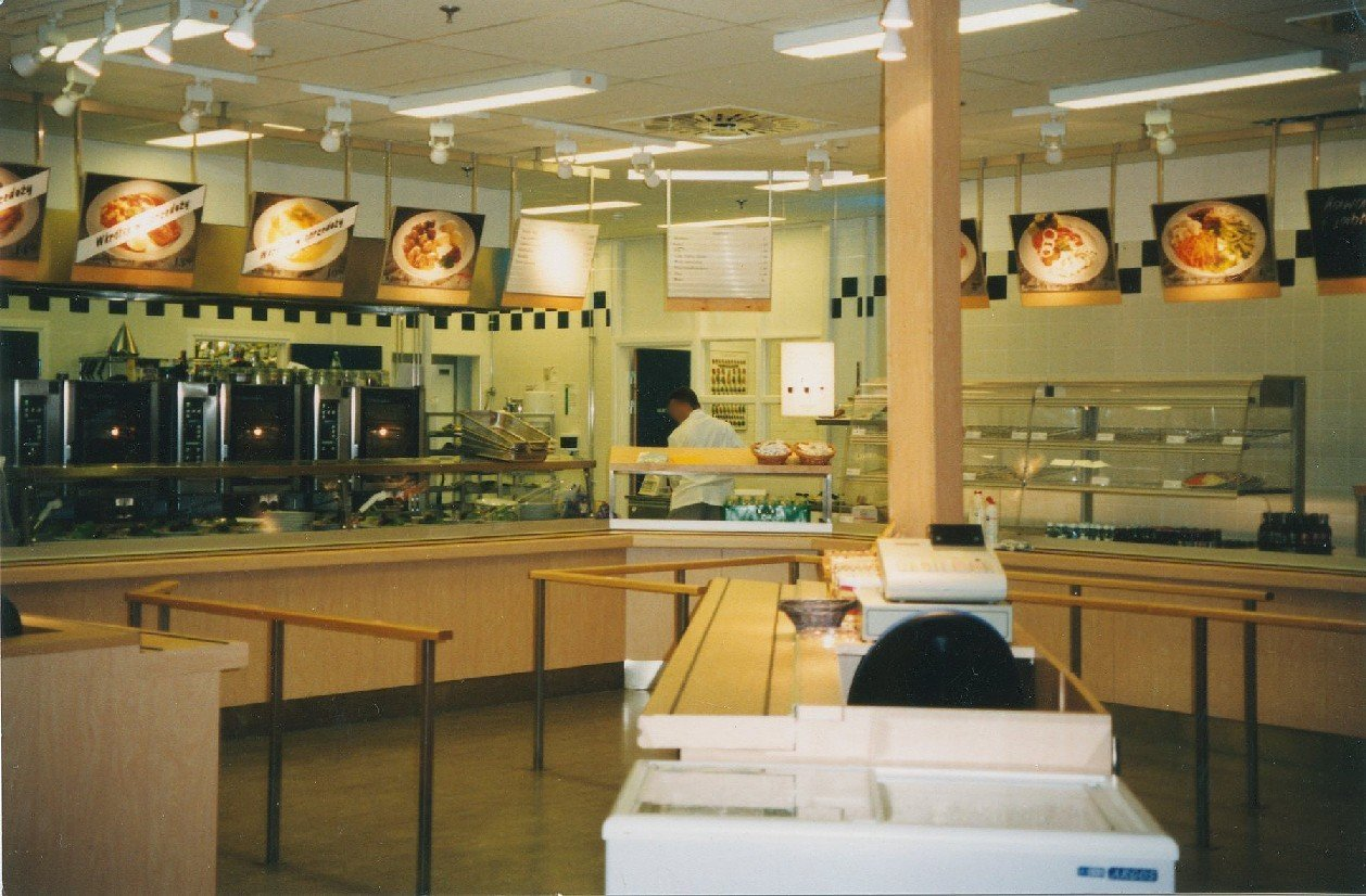 Klopsiki, łosoś i krwisty rostbef, czyli czym pod koniec lat 90. IKEA skradła podniebienia Polaków