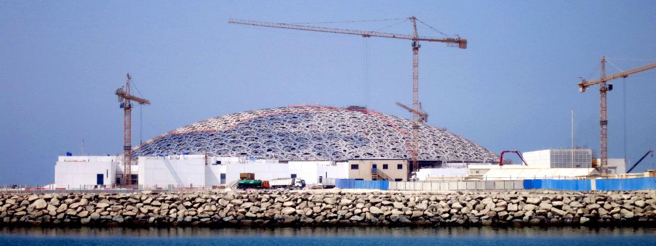 """Zjednoczone Emiraty Arabskie rajem dla miłośników sztuki. """"Nowy Luwr w Abu Zabi"""" w czerwcu na kanale National Geographic"""