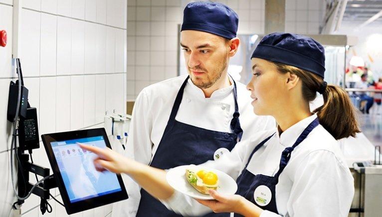 Program Food Waste Watcher, czyli jak IKEA zapobiega marnowaniu żywności. Wstępne wyniki robią wrażenie.