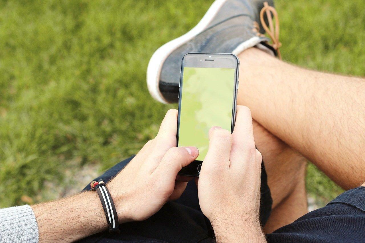 Zakup smartfona na Allegro. Na co zwracać uwagę?