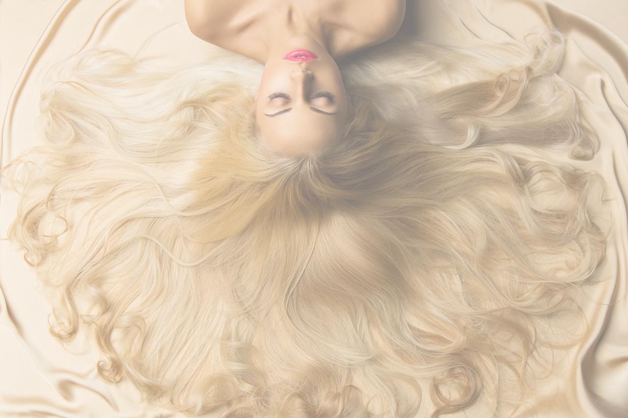 Jak zwiększyć objętość cienkich włosów? Dodaj fryzurze energii na wiosnę!
